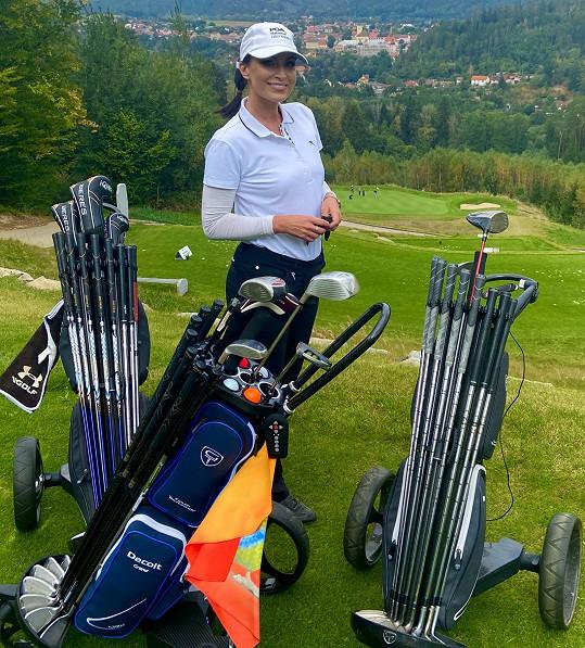 Na hřišti v Kácově vyhrála první místo ve své kategorii a golfový výlet do Thajska.