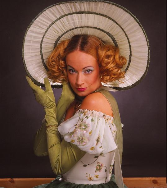 Antalová je jako dělaná pro historické kostýmy.