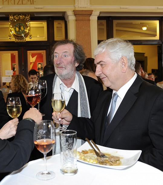 Začátek večírku strávil Polívka s Miroslavem Donutilem.