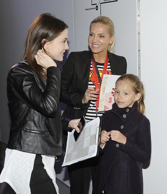 Dara dorazila na akci s dcerou Laurou.