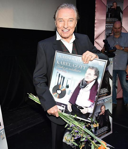 Za předchozí album dostal od Supraphonu platinu.