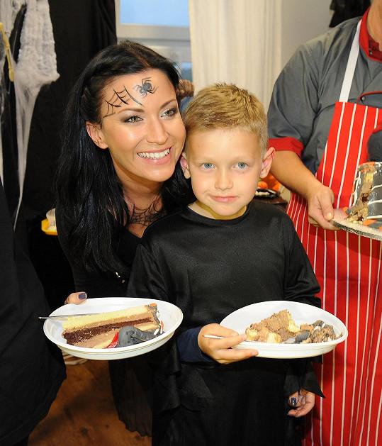Gábina s Kristiánem u dortíků