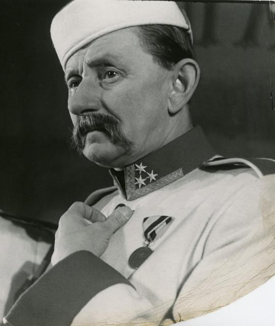 Vlasta Burian jako Sekáček v představení Paní Marjánka, matka pluku (1951)