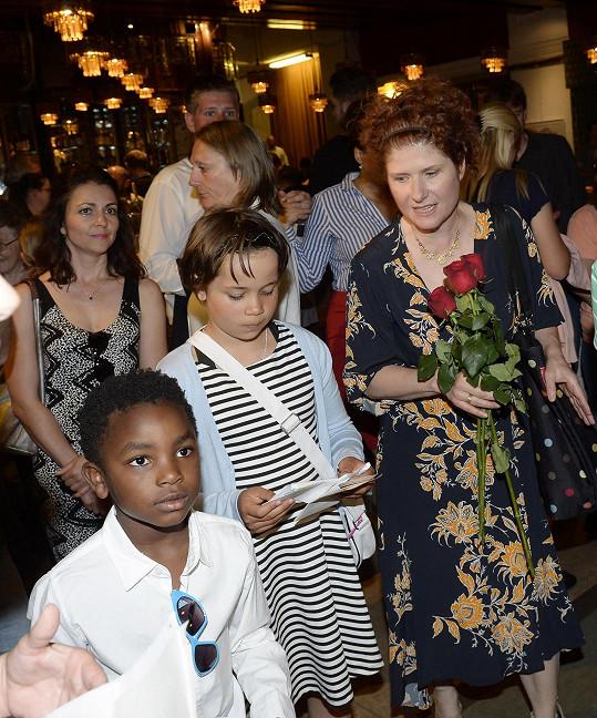 Režisérka se svými dvěma staršími dětmi