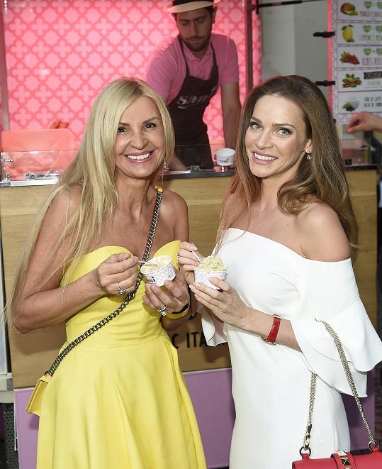S modelkou Andreou Verešovou na vernisáži