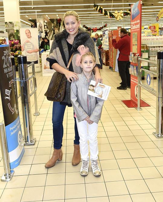Mátlová s dcerou nakupovaly potraviny těm, kteří v životě neměli tolik štěstí.