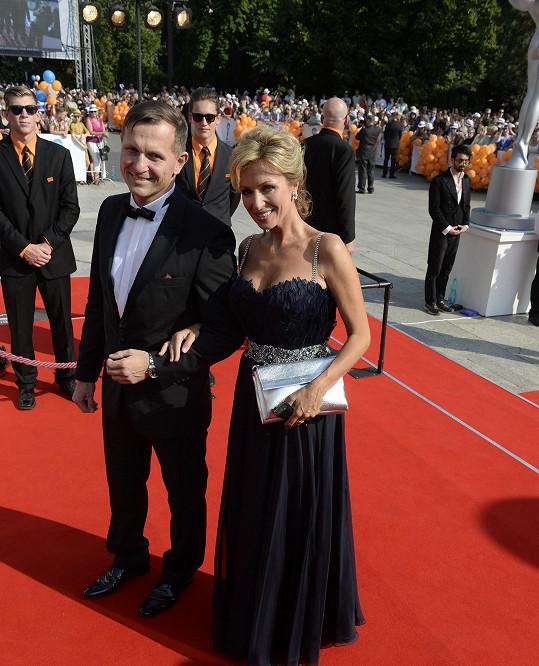 Kateřina Brožová přišla ve vlastních šatech.
