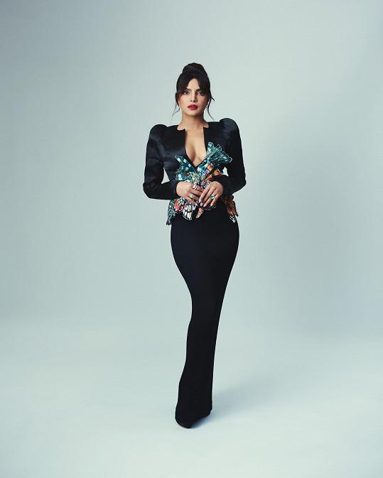 Oba modely od nizozemského návrháře Ronalda van der Kempa doplnila šperky Bulgari.