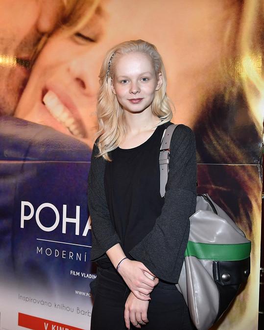 Anička hraje ve filmu Pohádkář.