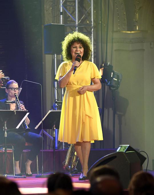 Jitka Zelenková zazpívala na narozeninovém koncertu Václava Hybše.