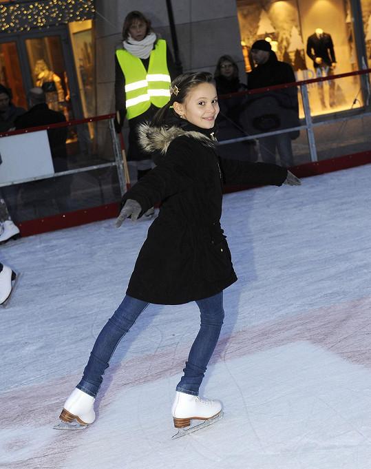 A pak už Viktorka vyrazila na led.