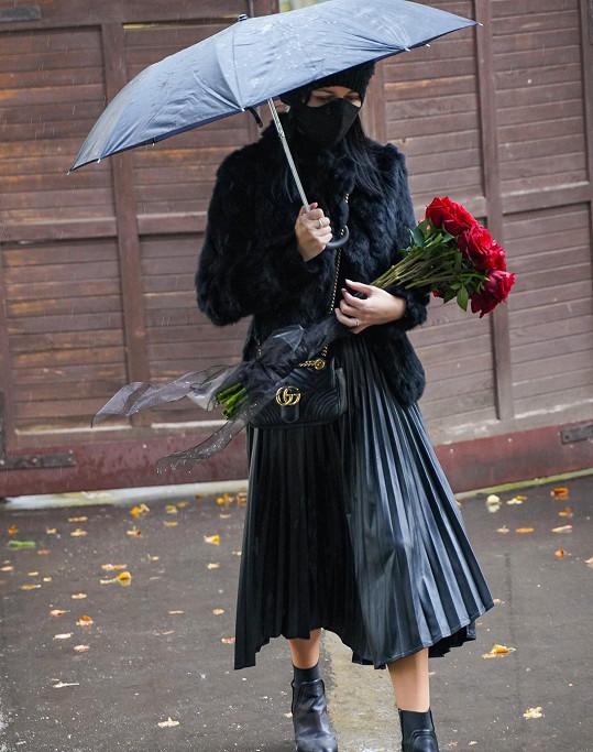 Petra Eliáš Voláková přišla předat své přítelkyni kytičku.