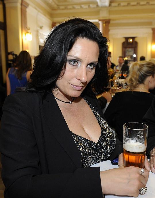 Většina hostů pila víno, paní Marcela zvolila pivo.