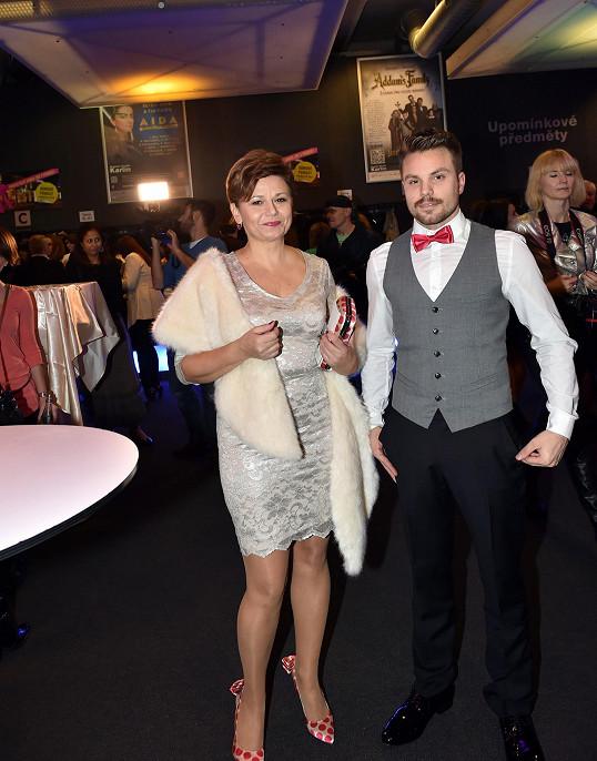 Ivana Andrlová přišla na premiéru se svým kadeřníkem.