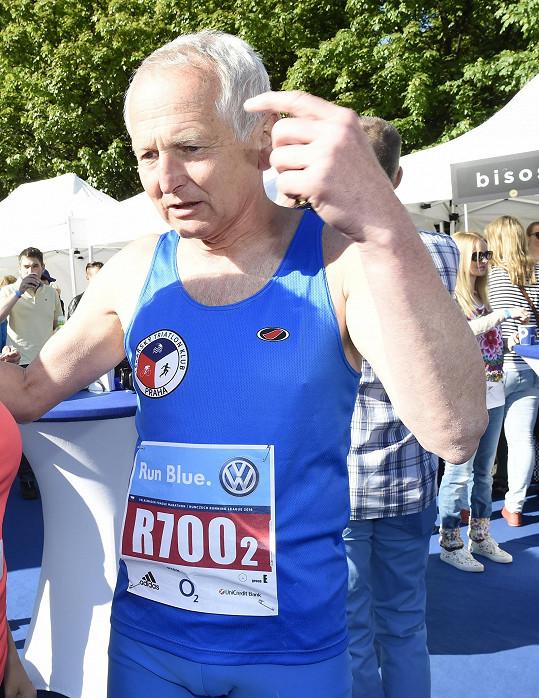 Kardiochirurg Jan Pirk na startu běžecké štafety