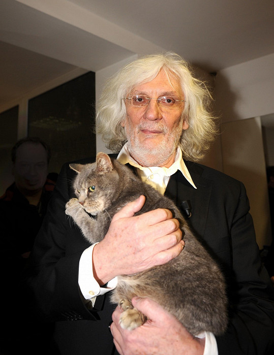 Petr Hapka miloval kočky.