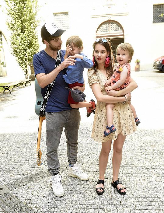 S jejich dvěma syny byl doma tentokrát tatínek Roman.