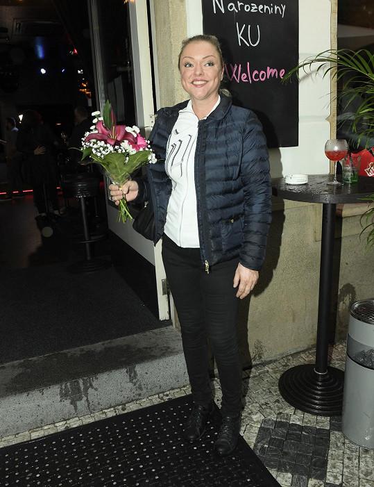 Dominika Gottová přišla na oslavu 2. narozenin baru v centru Prahy.