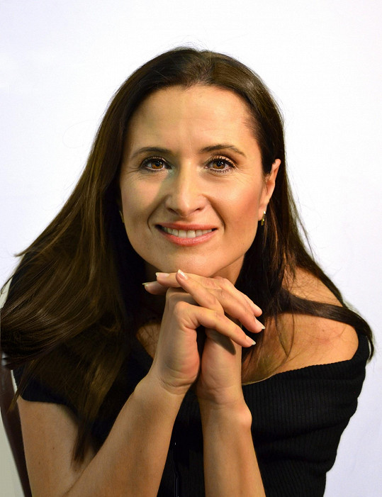 Od roku 2000 je Černá členkou Činoherního klubu v Praze.