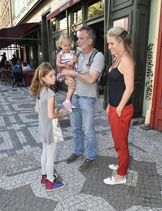 Jaroslav Brabec je biologickým otcem starší dcery Aničky.