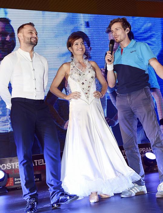 Olga s Markem na pódiu...