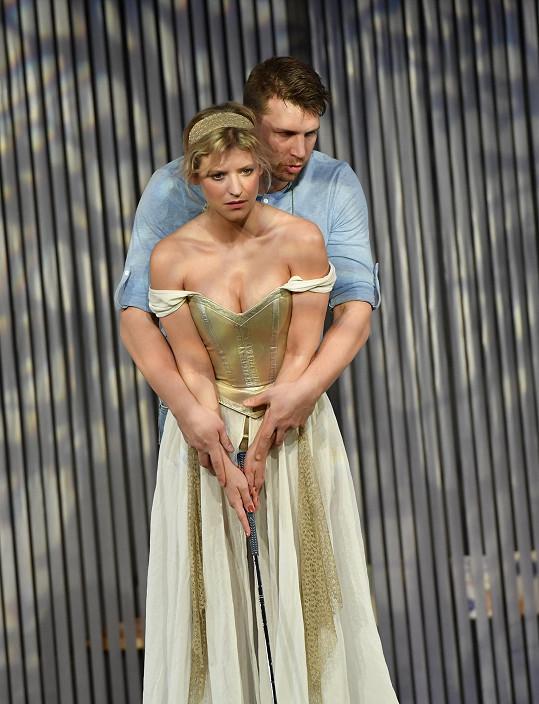 Pecha má v představení blízko nejen ke své Kačce.