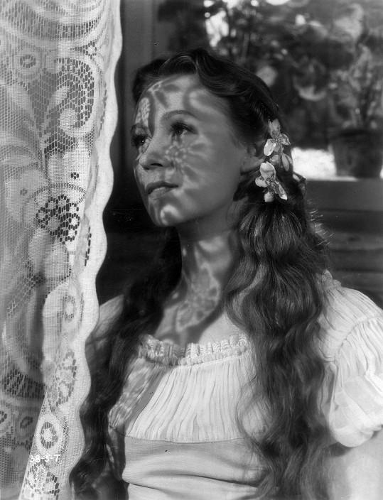 Nataša Gollová jako Helenka v legendárním filmu Pohádka máje (1940). Bylo jí osmadvacet a svět jí ležel u nohou.