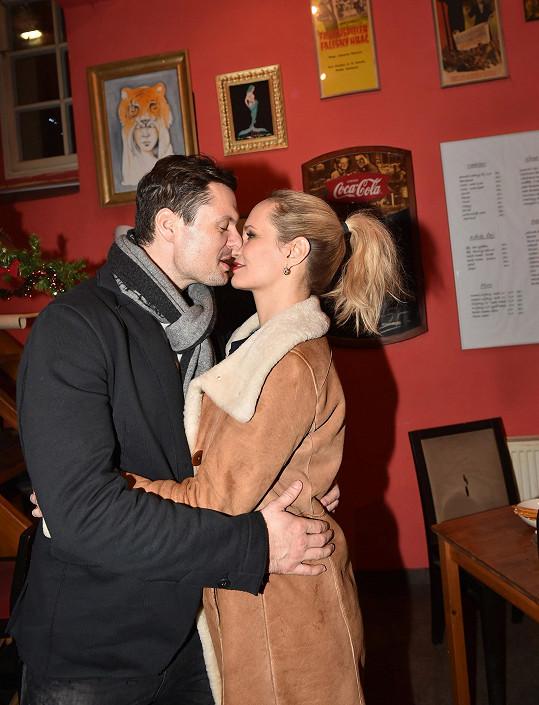 Monika Absolonová je do Tomáše Horny pořád zamilovaná až po uši.