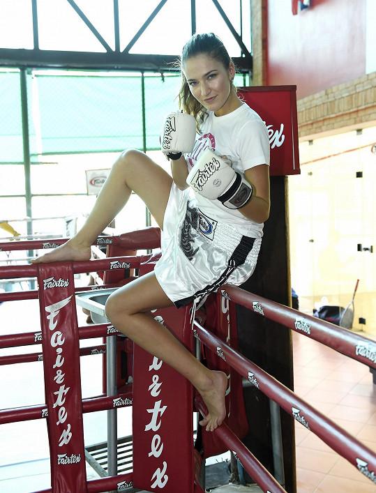 Andrea Bezděková studuje fakultu tělesné výchovy a sportu, ale s tímto sportem neměla velké zkušenosti.