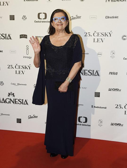 Zuzana Kronerová přebírala cenu za Bábu z ledu v brýlích a tmavě modrých šatech. Tentokrát pro herečku hlavní role.