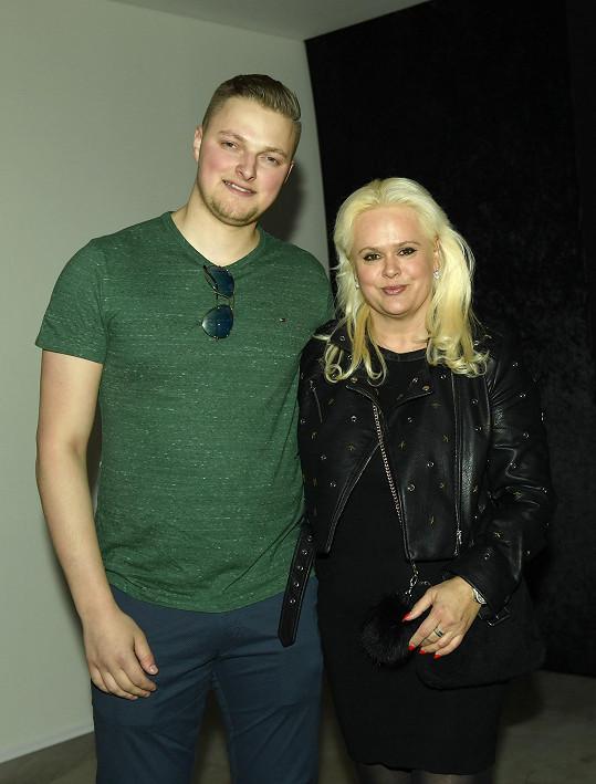 Monika se svým výrazně mladším snoubencem Petrem