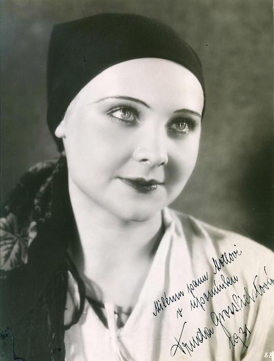 Jednu z prvních rolí na filmovém plátně si devatenáctiletá Truda zahrála ve filmu Psohlavci (1931).