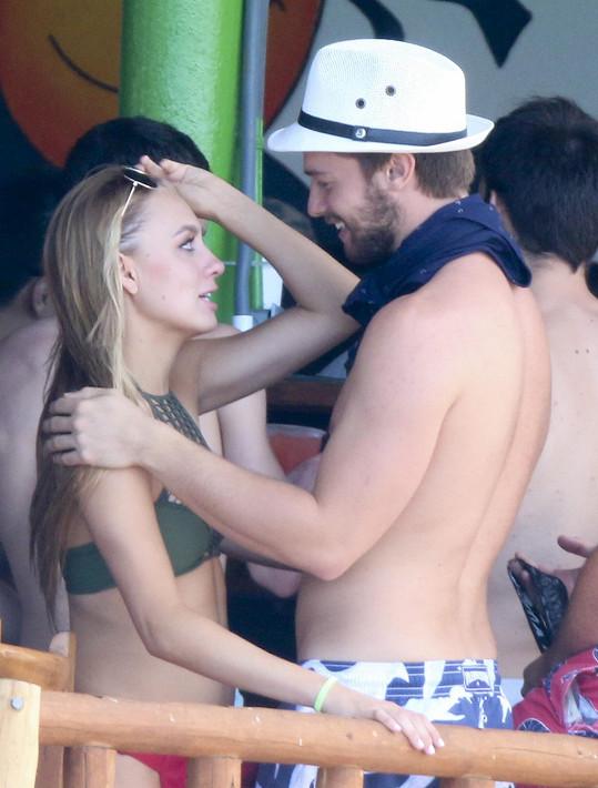 Na dovolené se setkal i s bývalou přítelkyní Taylor.