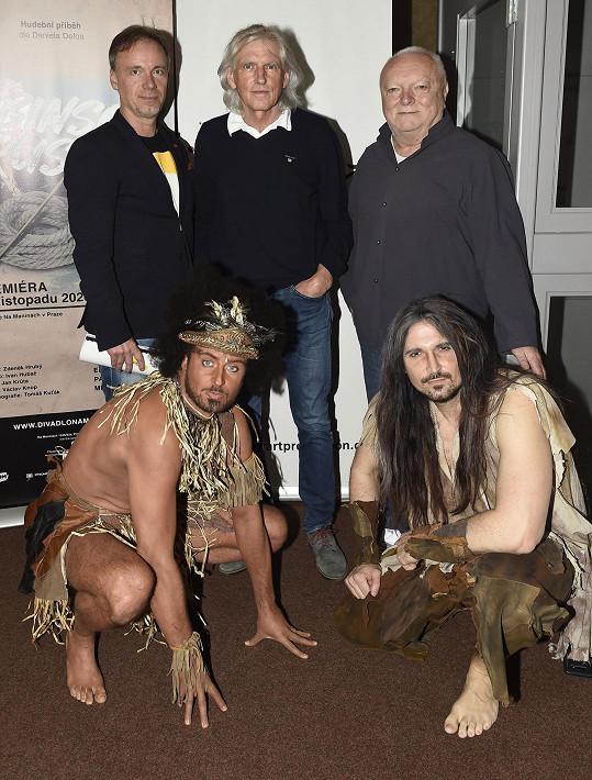 Zdeněk napsal k muzikálu Robinson Crusoe hudbu, autorem libreta je Ivan Hubač a texty napsal Jan Krůta. Na snímku s Mirkem Hrabětem v roli kanibala Pátka s Robinsonem Radimem Schwabem.