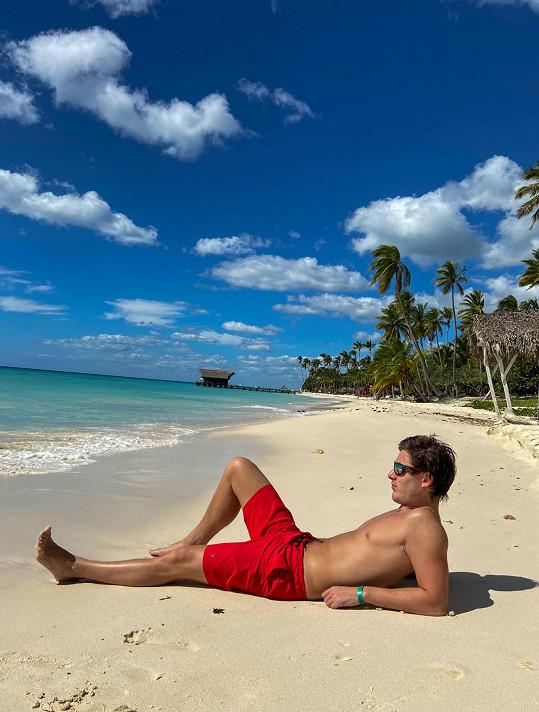 Zpěvák tráví dovolenou v Dominikánské republice.