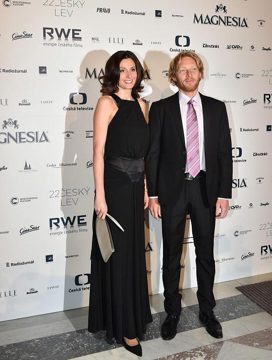 Karel v obleku, Michaela si vzala šaty od Kláry Nademlýnské.
