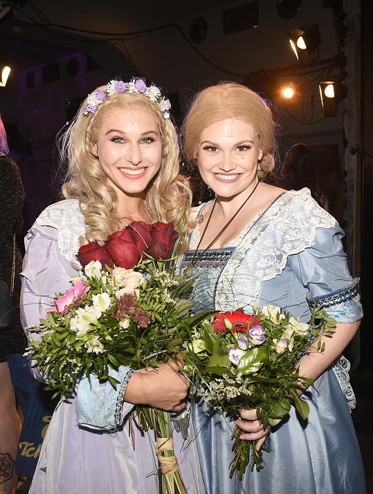 S kolegyní a zpěvačkou Mariannou Polyakovou.