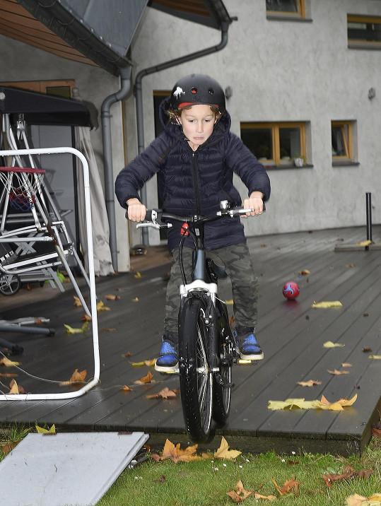 Výhodou zahrady je, že si prvňák může udělat mezi učením pauzu třeba na jízdu na kole.