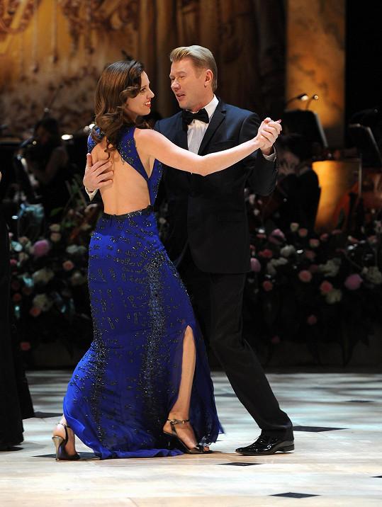 Mikova česká přítelkyně Markéta se při příchodu nechala slyšet, že tancovat nebude, na tanečním parketu byla ale nakonec jako jedna z prvních.