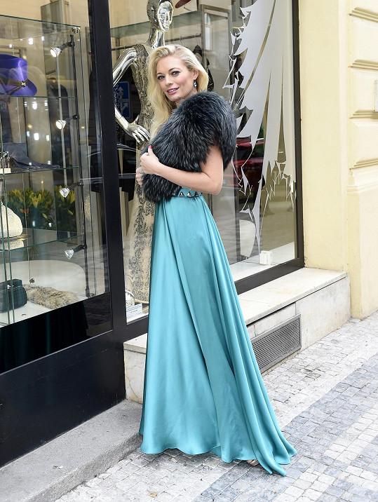 Lucie Borhyová v jednom z modelů Natali Ruden.