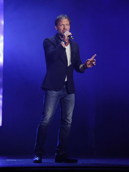Během večera hit z Dětí ráje zazpíval Zdeněk Hrubý.