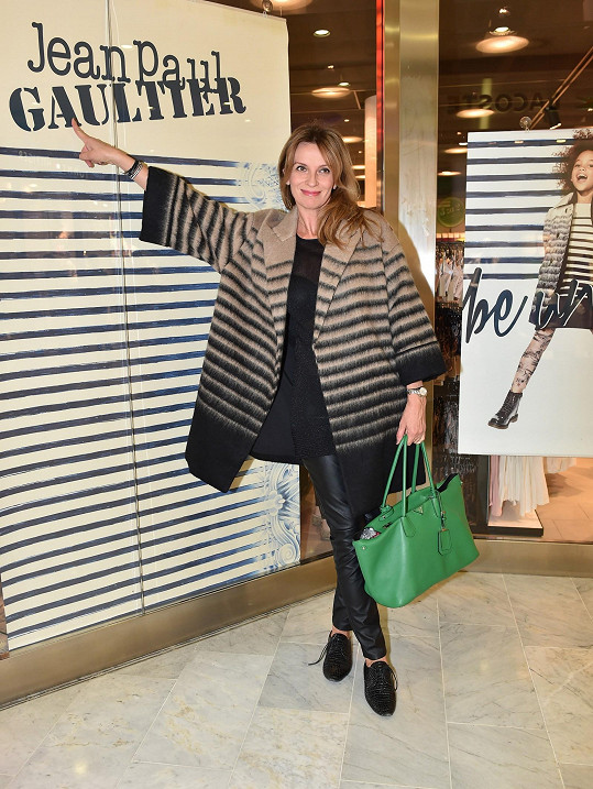 Herečka miluje námořnické proužky, které jsou Gaultierovým častým motivem, a tak pro ni byla tato kolekce srdcovou záležitostí.