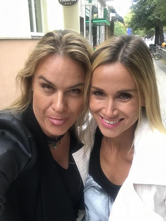 Jana a Lucie jsou kamarádky. Potkaly se znovu na festivalu Soundtrack v Poděbradech.