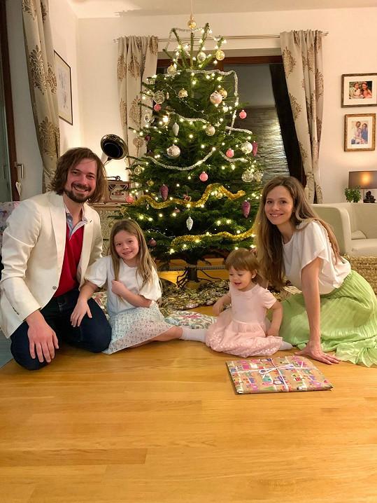 Lucie Černíková s dětmi a manželem