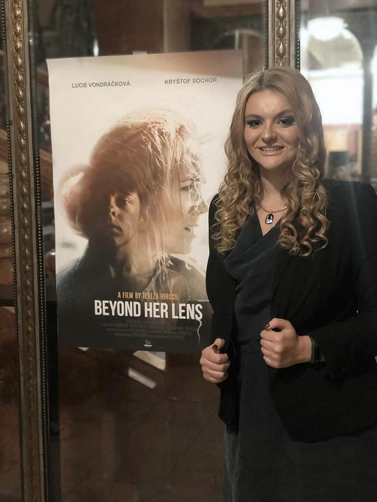 Tereza režírovala i film Beyond Her Lens s Luckou v hlavní roli.