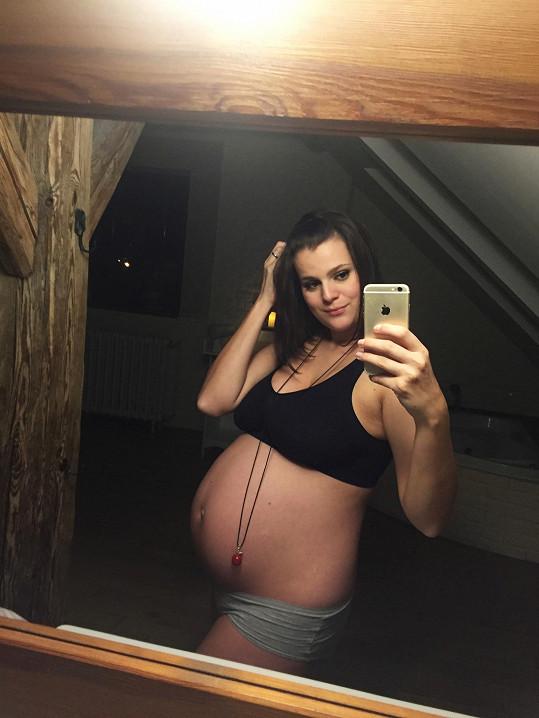Ornella je v 8. měsíci těhotenství.