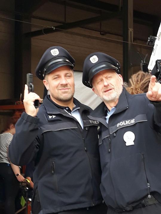 Při natáčení nových dílů Policie Modrava s kolegou Michalem Holánem