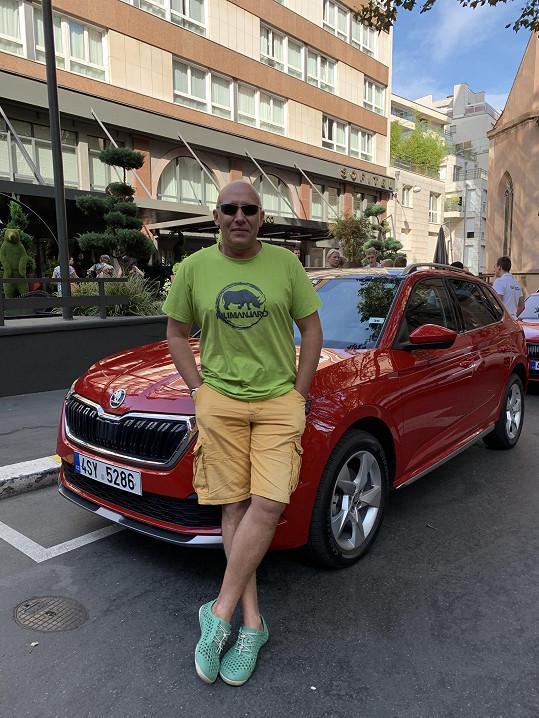 Robert Jašków miluje auta a cestování.