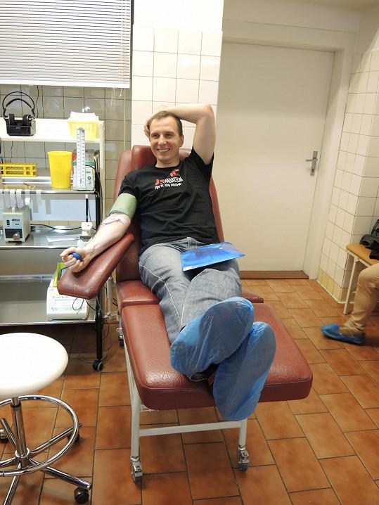 Hufa přivedl darovat krev několikanásobný mistr světa v plavání Daniel Müller