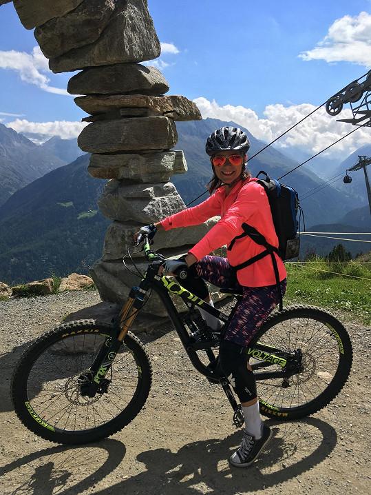 Horské kolo má také ráda.
